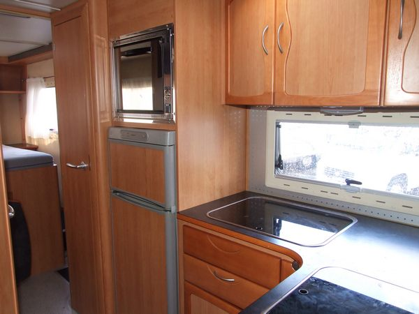 Donegal-Motor-Homes-Euromobile-866-kitchenette
